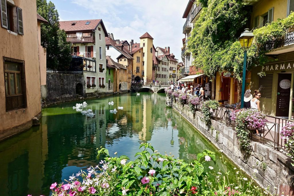 Annecy, France, a fantastic location for language learning holidays