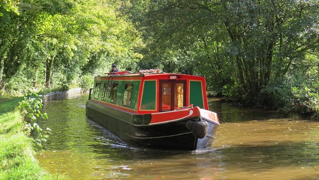Narrowboating in Wales on the Llangollen Canal