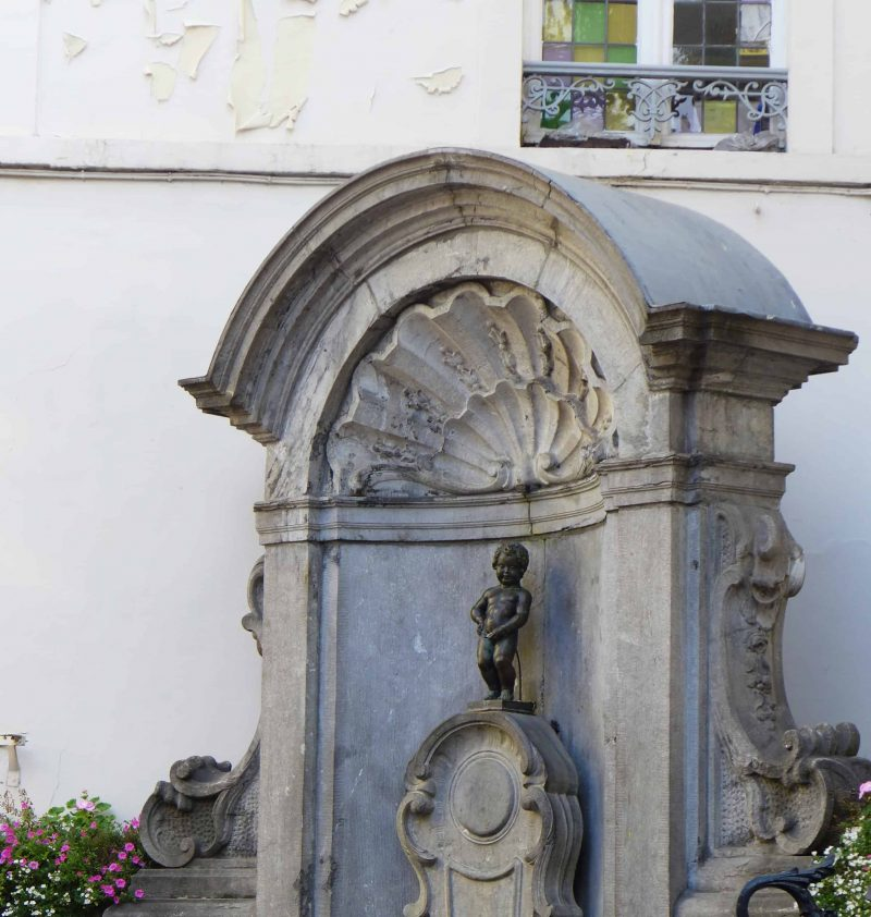 Manneken-pis statue in central Brussels