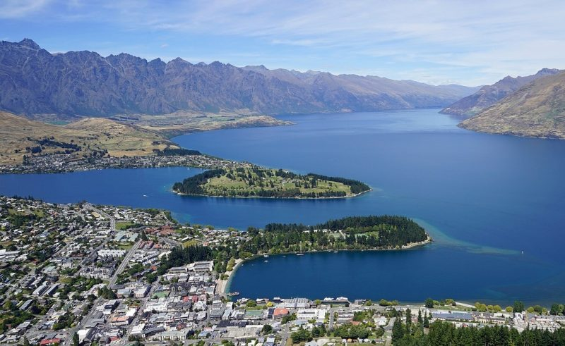 Queenstown and Lake Wakatipu from the gondola, a great activity in Queenstown